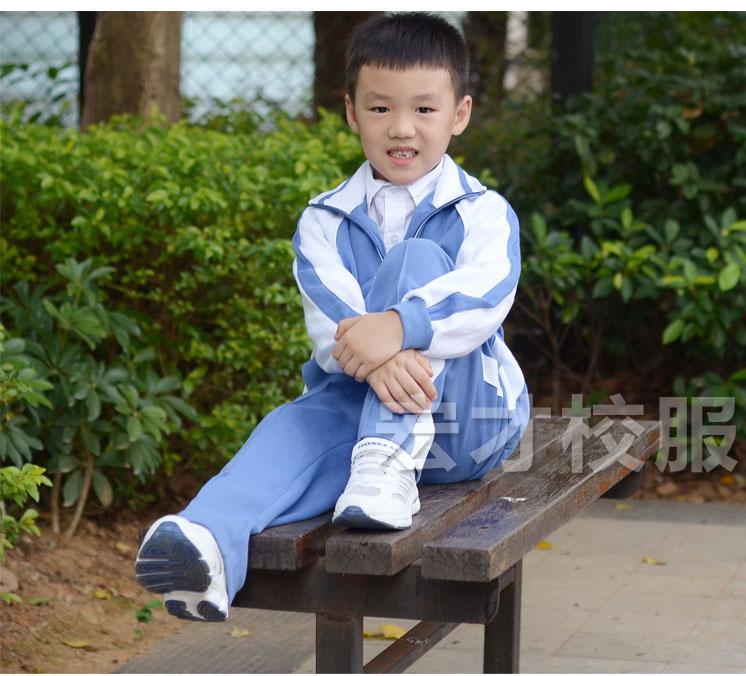 小学生校服与鞋子搭配图