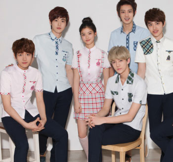 韩国男生校服穿着图